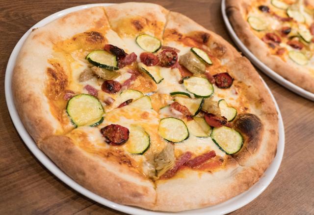 つくば研究学園のイタリアンレストランのピザ
